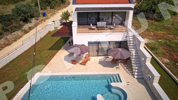 Reduced price of villa with swimming pool -26%