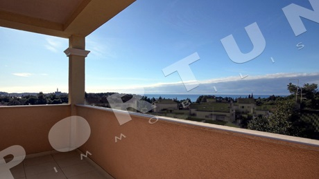 Modern one bedroom flat with seaview