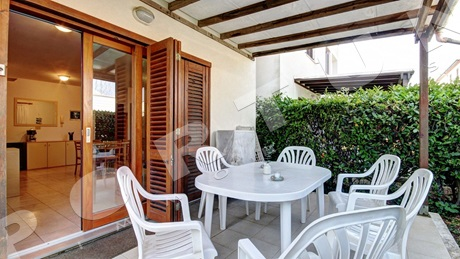 Furnished one bedroom apartment in a villa with pool in Rovinj