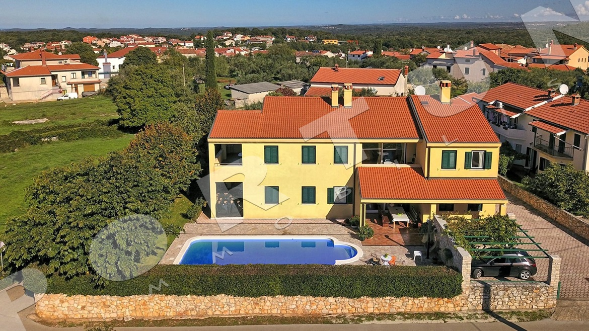 House with three apartments and pool close to Rovinj, 650.000 €