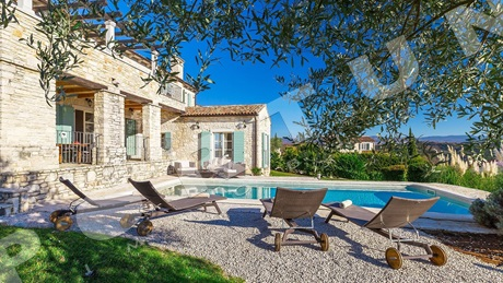 Boutique villa in central Istria near Motovun, overlooking the hills