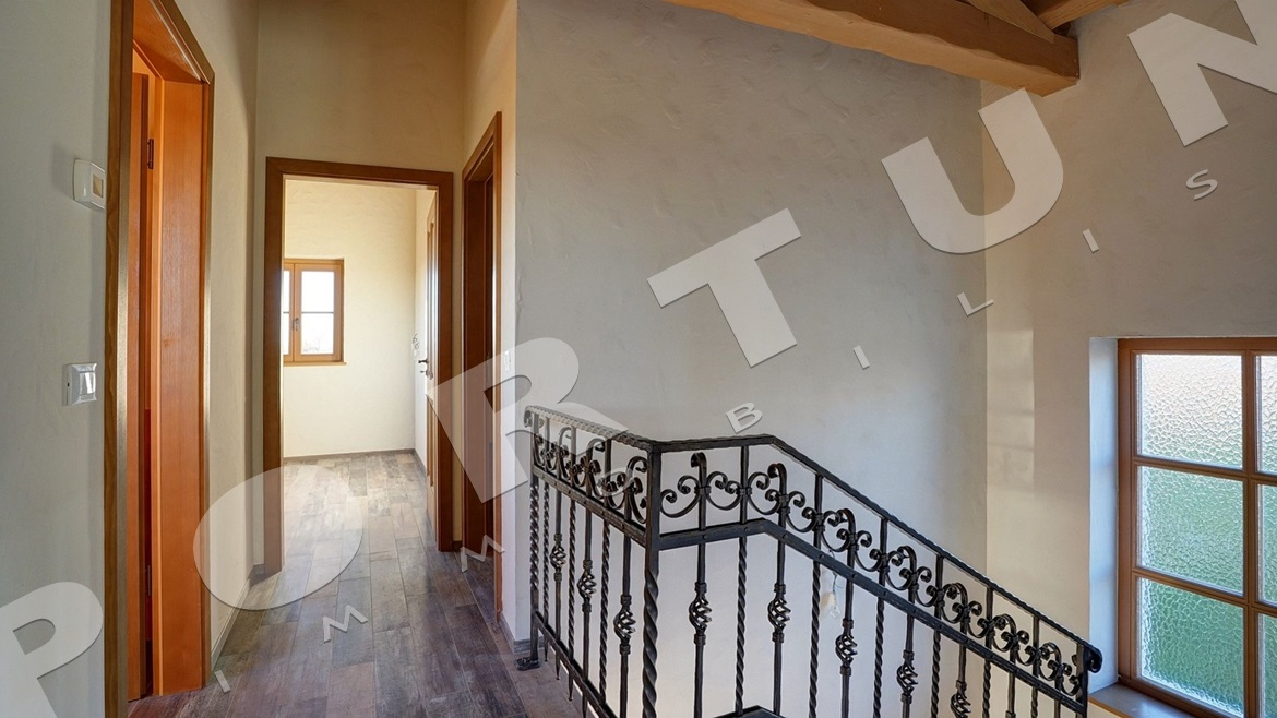 Traditionally decorated villa with pool in the vicinity of Svetvinčenat, 437.500 €