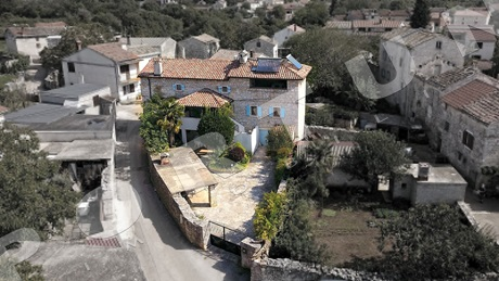 Stylish stone house with private peaceful garden set in the countryside between Svetvincenat and Vodnjan