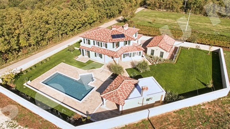 Well-hidden luxurious villa with five bedrooms in central Istria