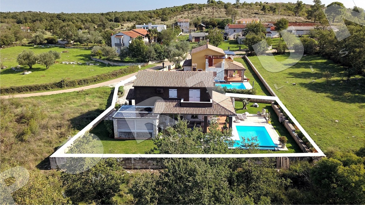 Family villa with pool set in a secluded location close to Vrsar , 318.000 €