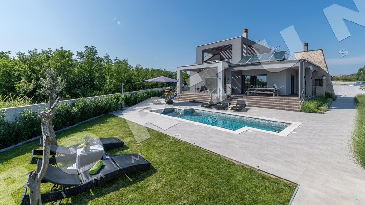 Attractive villa with pool in the surroundings of Fažana, 520.000 €