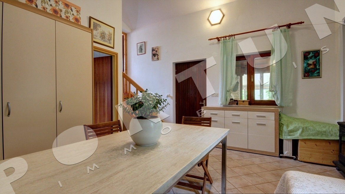 Estate with a restaurant, owner's apartment and a big garden in Rovinj, 740.000 €