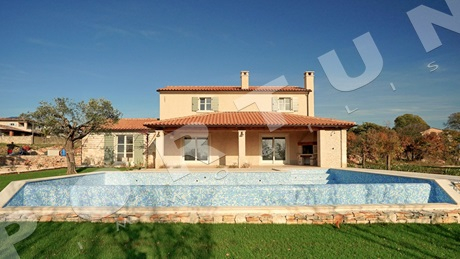 Traditional three bedroom house with pool in central Istria