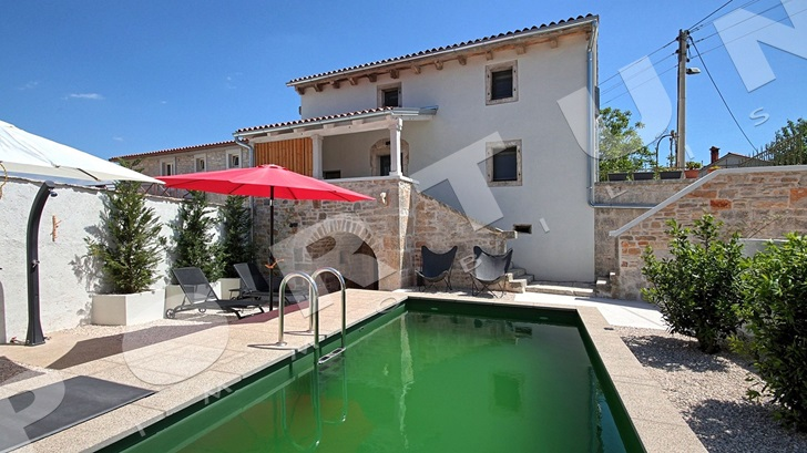 Reduced price of house with swimming pool -4%