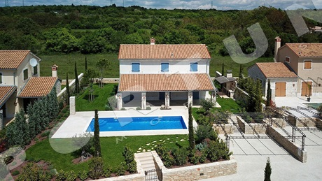 Attractive holiday house with pool in southern Istria