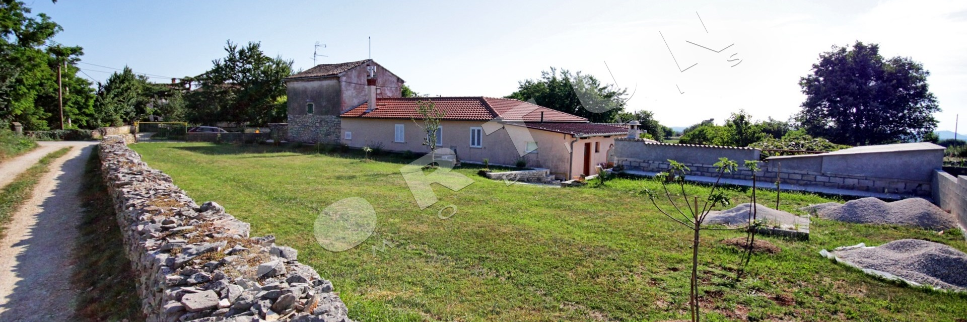 Estate with two houses in close proximity to Kanfanar, 200.000 €