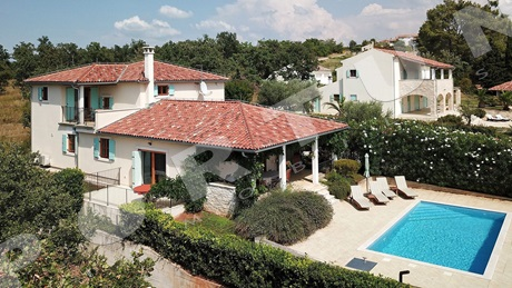 Stylish villa with pool just a few minutes' drive from the sea in the vicinity of Buje