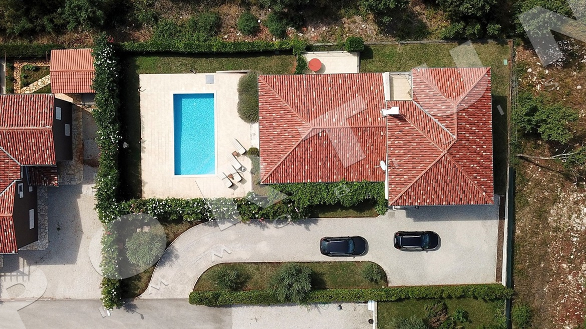 Stylish villa with pool just a few minutes' drive from the sea in the vicinity of Buje, 450.000 €