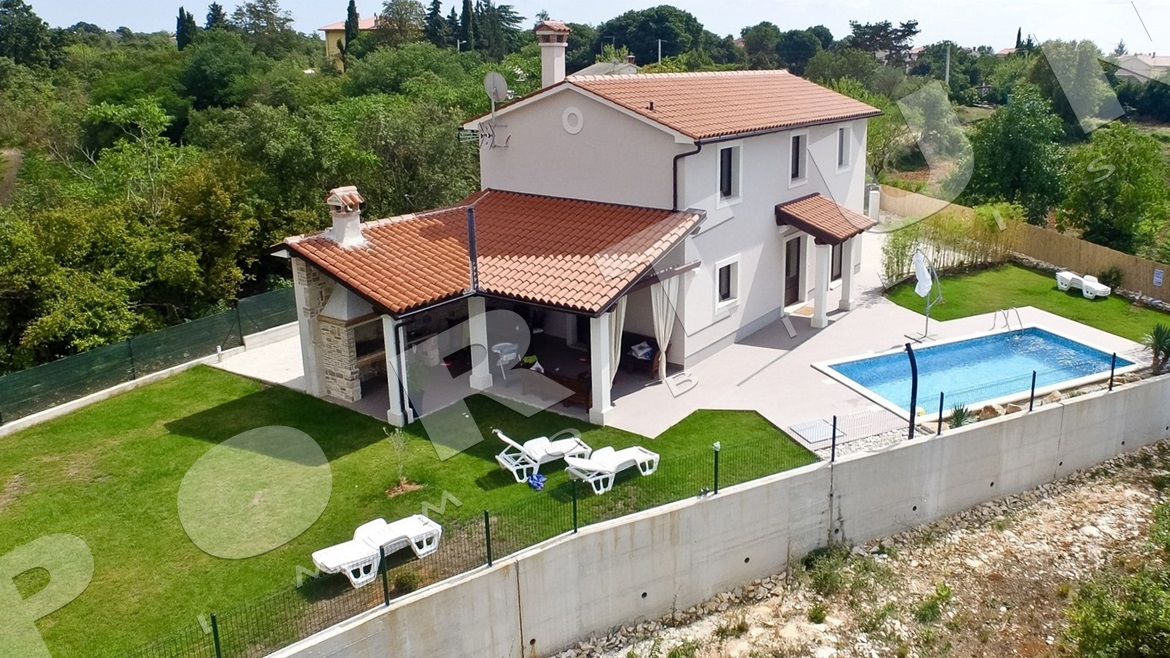 Fully furnished house with pool in southern Istria, 375.000 €