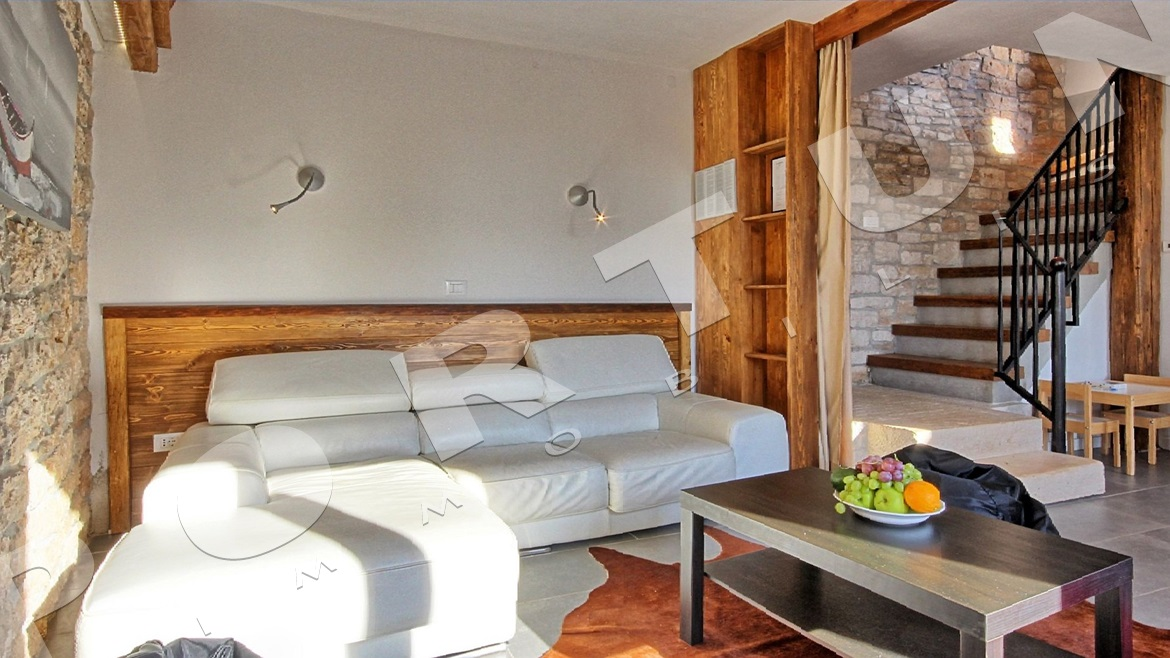Restored stone house with pool in the surroundings of Svetvinčenat, 240.000 €