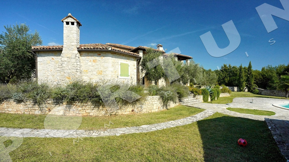 Luxurious fusion of stone and greenery, 650.000 €