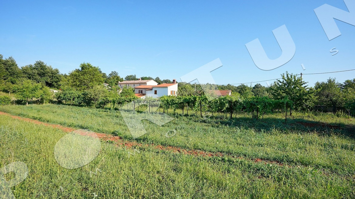 Stone house in the Istrian hinterland, 199.000 €