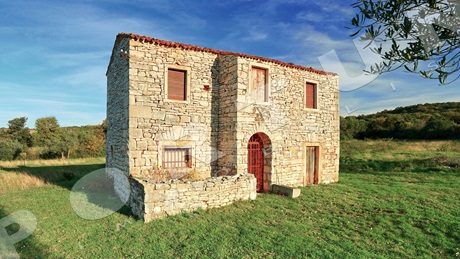 Old stone house in close proximity to Rovinj