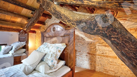 Restored stone house with yard in southern Istria