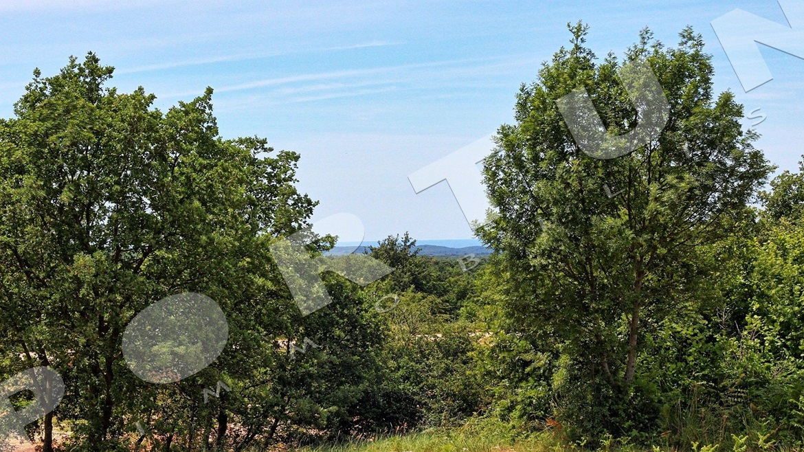 Building land on the tarmac road overlooking the sea on the horizon, 69.600 €