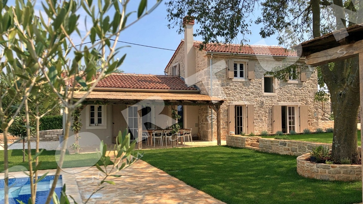Beautifully restored stone house in the surroundings of Rovinj, 495.000 €