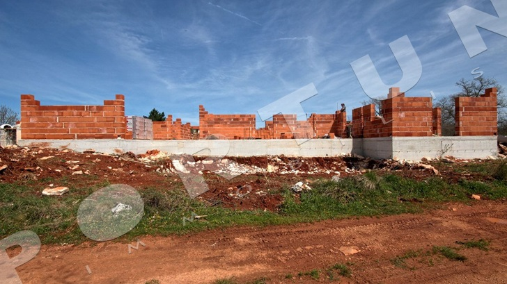 Construction works on the house in the area of Svetvinčenat are fully ongoing