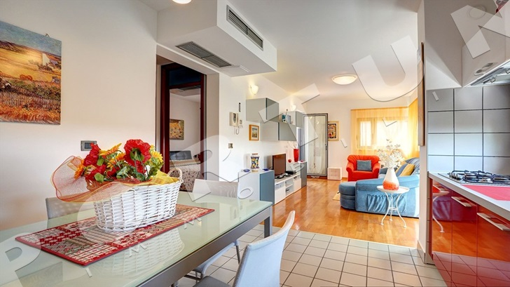 Revealed new video showing a tastefully furnished two bedroom flat in the area of Rovinj